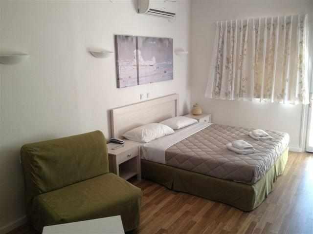 מיטה זוגית כפר הנופש אלמוג