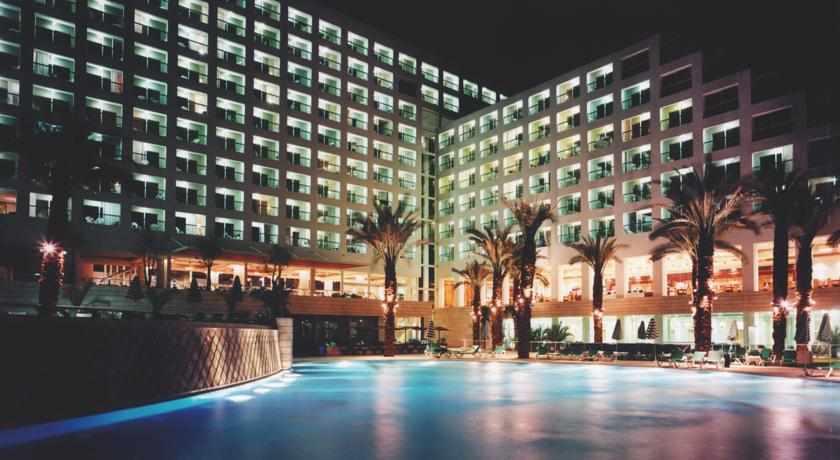 מלון ישרוטל ים המלח בלילה