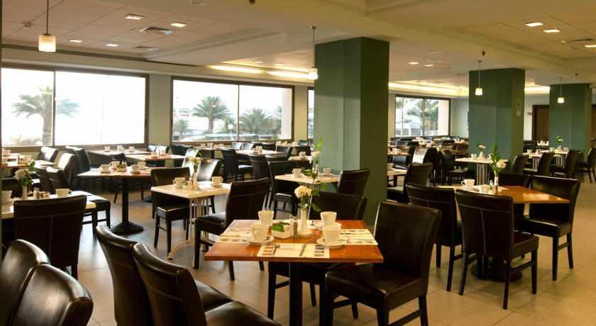 חדר אוכל מלון אואזיס