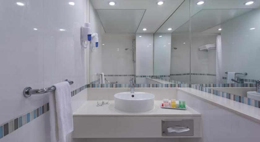 אמבטיה מלון ספא קלאב ים המלח