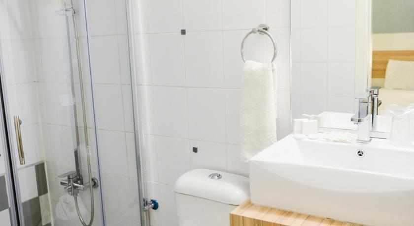 מקלחת מלון צל הרים