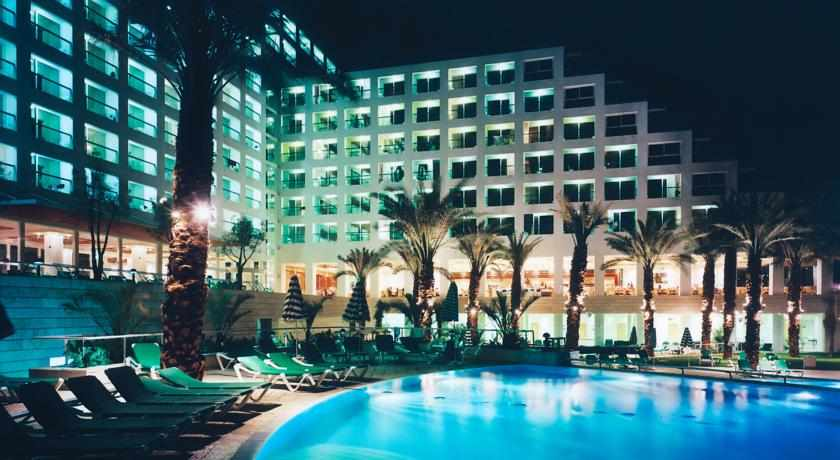 תמונת לילה מלון ישרוטל