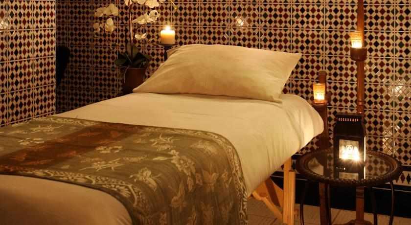 מיטת טיפולים מלון אואזיס