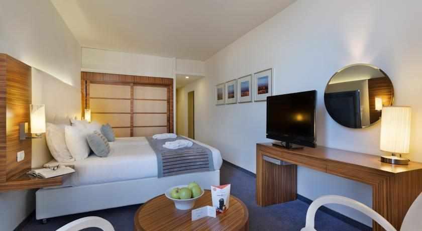 מיטה זוגית מלון ספא קלאב